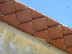 Photo des finition de la toiture en double rang à dent de scie de l'église de Billy sur Aisne